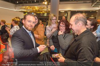 Kinopremiere ´Die Goldfische´ - Cineplexx Donauplex Wien - Do 14.03.2019 - Axel STEIN gibt Autogramme79