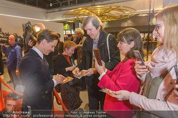 Kinopremiere ´Die Goldfische´ - Cineplexx Donauplex Wien - Do 14.03.2019 - Tom SCHILLING gibt Autogramme81