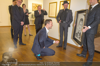 Ausstellungseröffnung Wien um 1900 - Leopold Museum - Fr 15.03.2019 - Thomas KALME übergibt Selbstportrait an Minister Gernot BLÜMEL24
