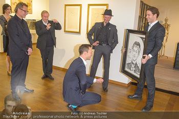 Ausstellungseröffnung Wien um 1900 - Leopold Museum - Fr 15.03.2019 - Thomas KALME übergibt Selbstportrait an Minister Gernot BLÜMEL25