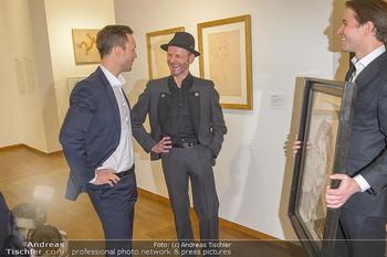 Ausstellungseröffnung Wien um 1900 - Leopold Museum - Fr 15.03.2019 - Thomas KALME übergibt Selbstportrait an Minister Gernot BLÜMEL26