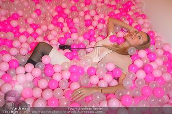 Lancome - Tag des Glücks - Palais Coburg - Mi 20.03.2019 - Ekaterina MUCHA im rosa Bällebad (hat darin ihren teuren Ohrrin38