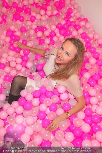 Lancome - Tag des Glücks - Palais Coburg - Mi 20.03.2019 - Ekaterina MUCHA im rosa Bällebad (hat darin ihren teuren Ohrrin41