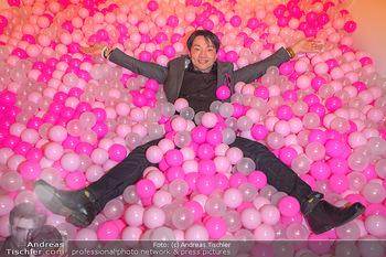 Lancome - Tag des Glücks - Palais Coburg - Mi 20.03.2019 - Nhut LA HONG im rosa Bällebad44