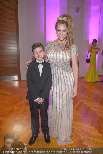 Dancer against Cancer - Hofburg Wien - Sa 06.04.2019 - Simmone Jade MACKINNON mit Sohn Madigan7