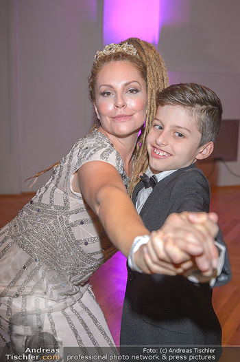 Dancer against Cancer - Hofburg Wien - Sa 06.04.2019 - Simmone Jade MACKINNON mit Sohn Madigan10