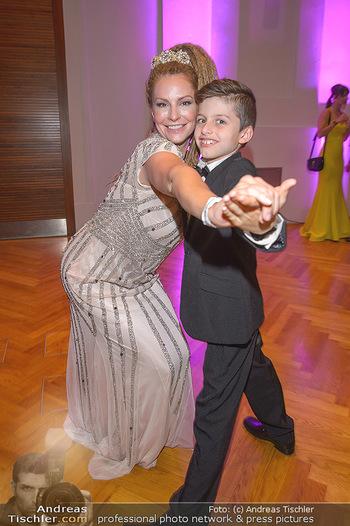 Dancer against Cancer - Hofburg Wien - Sa 06.04.2019 - Simmone Jade MACKINNON mit Sohn Madigan11