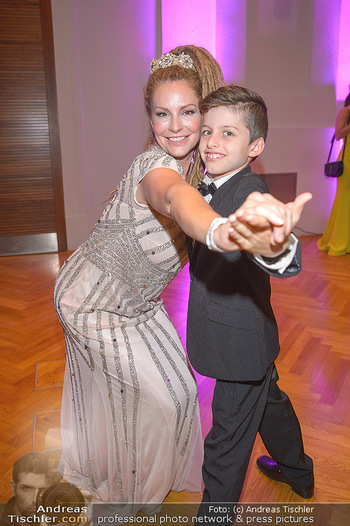Dancer against Cancer - Hofburg Wien - Sa 06.04.2019 - Simmone Jade MACKINNON mit Sohn Madigan12