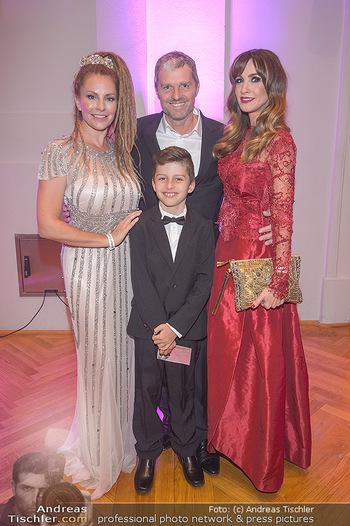 Dancer against Cancer - Hofburg Wien - Sa 06.04.2019 - Simmone Jade MACKINNON mit Sohn Madigan, Manfred und Nelly BAUMA15