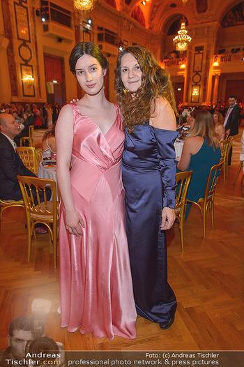 Dancer against Cancer - Hofburg Wien - Sa 06.04.2019 - Cecile NORDEGG mit Tochter Thanee77