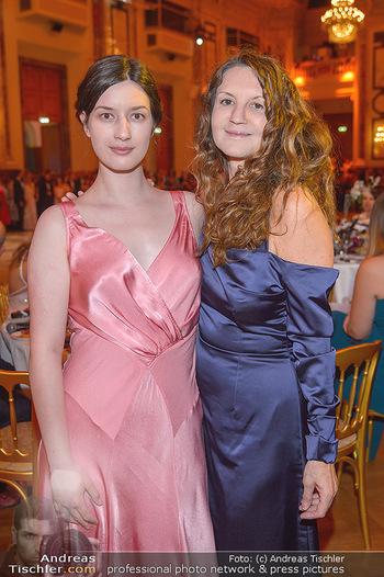 Dancer against Cancer - Hofburg Wien - Sa 06.04.2019 - Cecile NORDEGG mit Tochter Thanee78