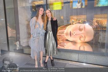 Swarovski Kunstinstallation - Swarovski Store Wien - Mo 08.04.2019 - Iris VAN HERPEN mit Model Iekeliene STANGE49