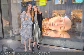 Swarovski Kunstinstallation - Swarovski Store Wien - Mo 08.04.2019 - Iris VAN HERPEN mit Model Iekeliene STANGE50