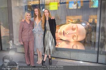 Swarovski Kunstinstallation - Swarovski Store Wien - Mo 08.04.2019 - Iris VAN HERPEN mit Model Iekeliene STANGE, Carla RUMLER51