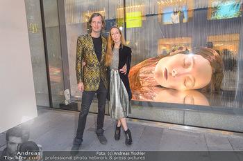 Swarovski Kunstinstallation - Swarovski Store Wien - Mo 08.04.2019 - Iris VAN HERPEN mit Freund Salvador BREED54