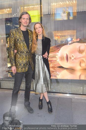 Swarovski Kunstinstallation - Swarovski Store Wien - Mo 08.04.2019 - Iris VAN HERPEN mit Freund Salvador BREED55
