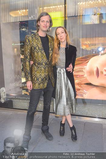 Swarovski Kunstinstallation - Swarovski Store Wien - Mo 08.04.2019 - Iris VAN HERPEN mit Freund Salvador BREED56