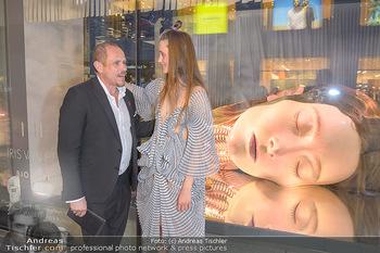 Swarovski Kunstinstallation - Swarovski Store Wien - Mo 08.04.2019 - Gery KESZLER mit Model Iekeliene STANGE62