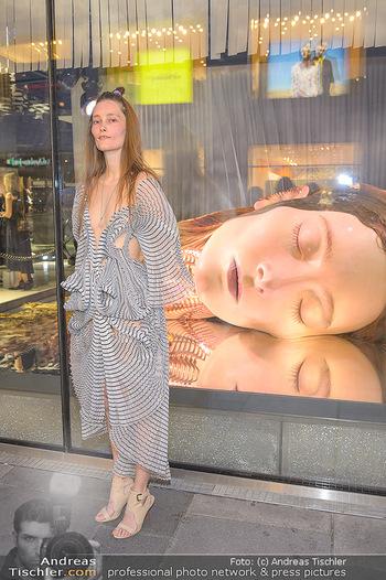 Swarovski Kunstinstallation - Swarovski Store Wien - Mo 08.04.2019 - Iekeliene STANGE64