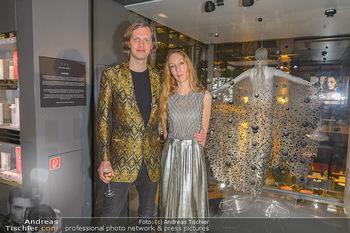 Swarovski Kunstinstallation - Swarovski Store Wien - Mo 08.04.2019 - Iris VAN HERPEN mit Freund Salvador BREED73