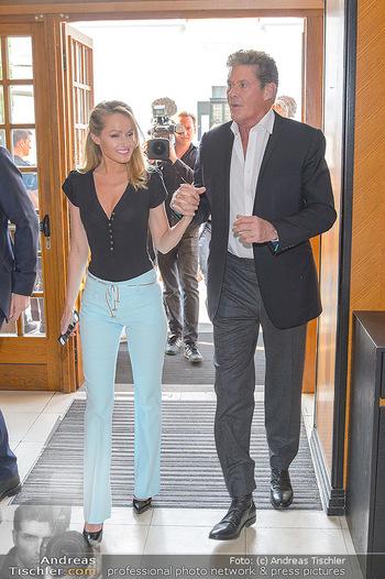 David Hasselhoff für Admiral PK - Novomatic Forum, Wien - Di 09.04.2019 - David HASSELHOFF mit Ehefrau Hayley ROBERTS26