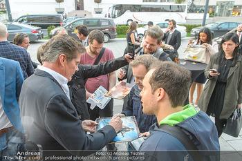David Hasselhoff für Admiral PK - Novomatic Forum, Wien - Di 09.04.2019 - David HASSELHOFF gibt Autogramme105