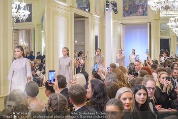 L´Official Launch Event - Französische Botschaft - Do 11.04.2019 - Modenschau, Models am Laufsteg16
