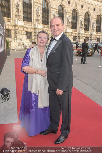 Romy Gala - Red Carpet - Hofburg Wien - Sa 13.04.2019 - Herbert PROHASKA mit Ehefrau Elisabeth7