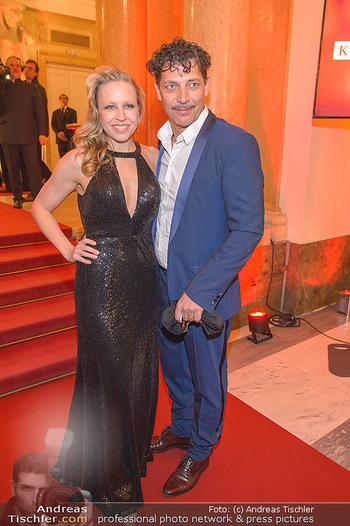 Romy Gala - Red Carpet - Hofburg Wien - Sa 13.04.2019 - Nina PROLL, Gregor BLOEB108