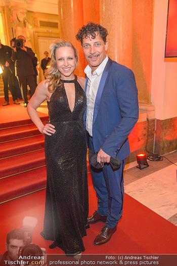 Romy Gala - Red Carpet - Hofburg Wien - Sa 13.04.2019 - Nina PROLL, Gregor BLOEB109
