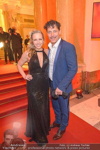 Romy Gala - Red Carpet - Hofburg Wien - Sa 13.04.2019 - Nina PROLL, Gregor BLOEB110