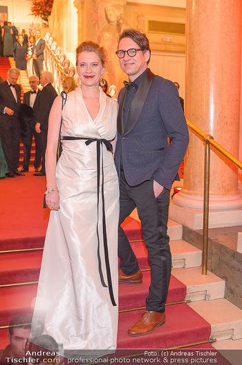 Romy Gala - Red Carpet - Hofburg Wien - Sa 13.04.2019 - Caroline PETERS mit Freund146