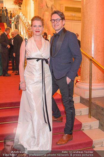 Romy Gala - Red Carpet - Hofburg Wien - Sa 13.04.2019 - Caroline PETERS mit Freund147