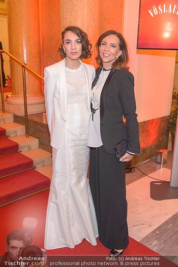 Romy Gala - Red Carpet - Hofburg Wien - Sa 13.04.2019 - Noemi Maddalena HIRSCHAL mit Mutter Ela154