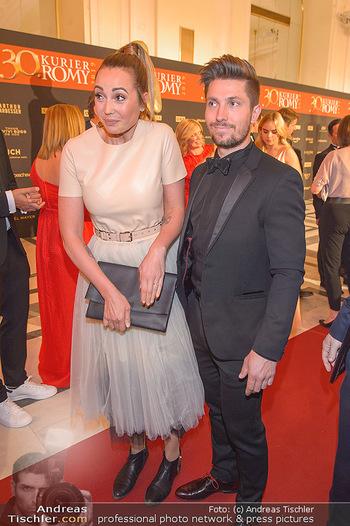 Romy Gala - Red Carpet - Hofburg Wien - Sa 13.04.2019 - Marcel HIRSCHER mit Laura157