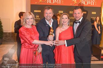 Romy Gala - Red Carpet - Hofburg Wien - Sa 13.04.2019 - Markus BREITENECKER mit Moderatoren Corinna MILBORN, Johanna SET177