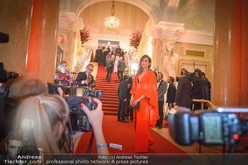 Romy Gala - Red Carpet - Hofburg Wien - Sa 13.04.2019 - Nora TSCHIRNER vor den Fotografen202