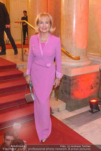 Romy Gala - Red Carpet - Hofburg Wien - Sa 13.04.2019 - Dagmar KOLLER205