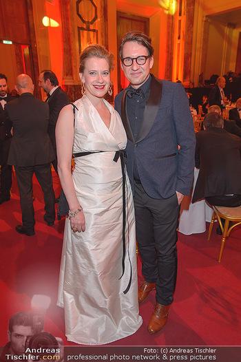 Romy Gala - Party - Hofburg Wien - Sa 13.04.2019 - Caroline PETERS mit Freund38