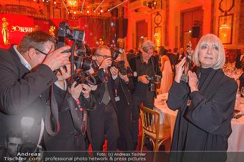 Romy Gala - Party - Hofburg Wien - Sa 13.04.2019 - Erika PLUHAR umringt von Fotografen, Presse46