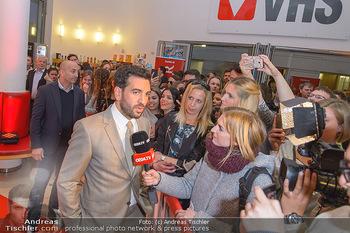 Kinopremiere ´Der Fall Collini´ - Urania Kino Wien - Mo 15.04.2019 - Elyas M´BAREK gibt Interview51