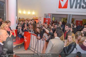 Kinopremiere ´Der Fall Collini´ - Urania Kino Wien - Mo 15.04.2019 - Elyas M´BAREK macht Selfies mit Fans52