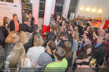 Kinopremiere ´Der Fall Collini´ - Urania Kino Wien - Mo 15.04.2019 - Elyas M´BAREK macht Selfies mit Fans53