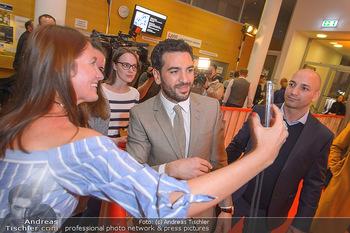 Kinopremiere ´Der Fall Collini´ - Urania Kino Wien - Mo 15.04.2019 - Elyas M´BAREK macht Selfies mit Fans61