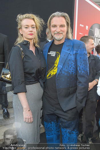 Amadeus Austria Music Awards 2019 - Volkstheater Wien - Do 25.04.2019 - Stefan JÜRGENS mit Freundin Helene STUPNICKI60