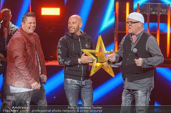 Amadeus Austria Music Awards 2019 - Volkstheater Wien - Do 25.04.2019 - Darius and Finlay übergeben Stern an DJ ÖTZI Gery FRIEDLE (Bü268