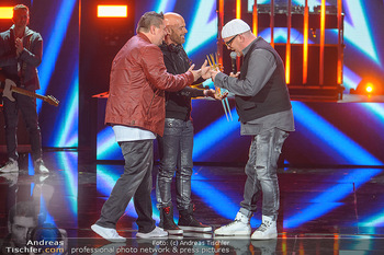 Amadeus Austria Music Awards 2019 - Volkstheater Wien - Do 25.04.2019 - Darius and Finlay übergeben Stern an DJ ÖTZI Gery FRIEDLE (Bü270