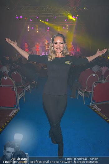 Cirque Du Vegas - Zirkuszelt, Wien - Di 30.04.2019 - Daniela HENTZE (im Hintergrund Freund Gregor Glanz auf der Bühn88