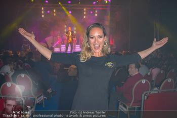Cirque Du Vegas - Zirkuszelt, Wien - Di 30.04.2019 - Daniela HENTZE (im Hintergrund Freund Gregor Glanz auf der Bühn90