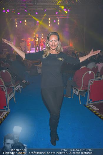 Cirque Du Vegas - Zirkuszelt, Wien - Di 30.04.2019 - Daniela HENTZE (im Hintergrund Freund Gregor Glanz auf der Bühn91